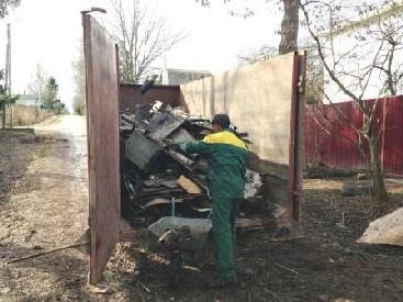 Контейнер под мусор при уборке участка