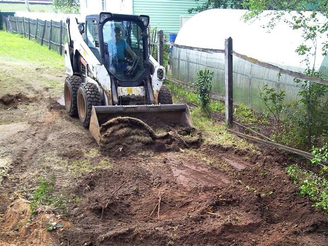 подготовка почвы под газон трактором