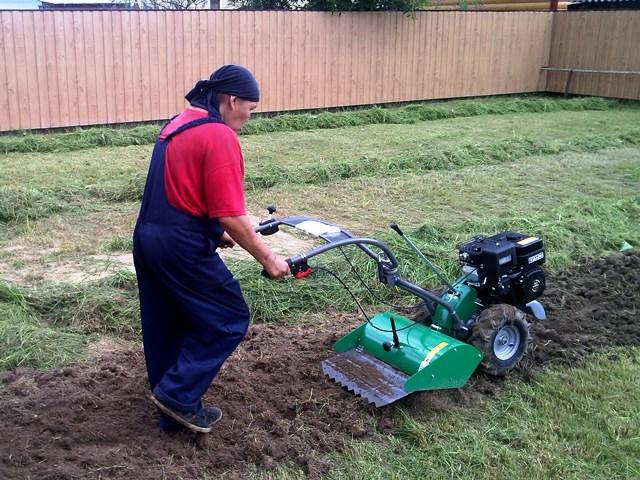 Вспашка земли и удаление сорняков