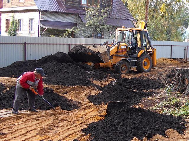 завоз грунта при подготовке почвы под газон
